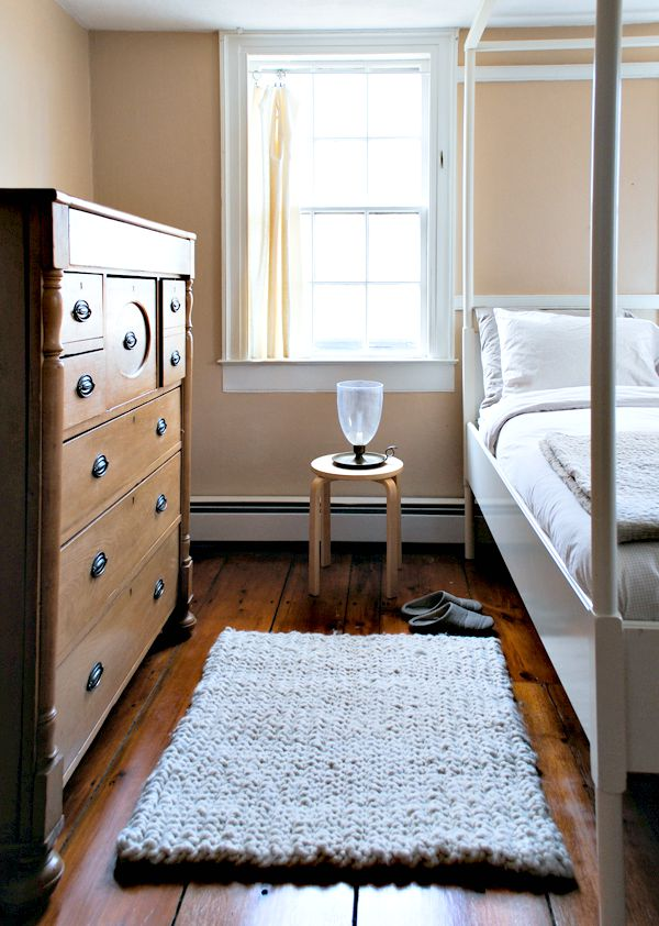 Dorm Decorating Ideas. Big And Cozy Rug